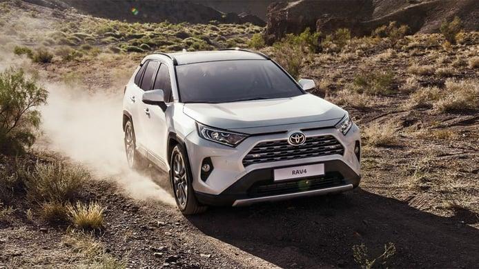Rusia - Febrero 2021: El Toyota RAV4 mejora y escala puestos