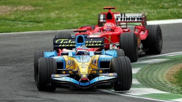 Alonso recuerda su mítico duelo con Schumacher en Imola 2005 en un vídeo que no te puedes perder