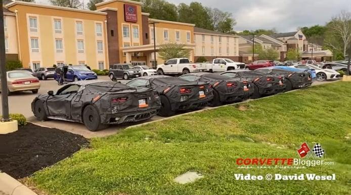 Caravana de prototipos del Corvette Z06 y ZR1 activando sus V8 al unísono [vídeo]