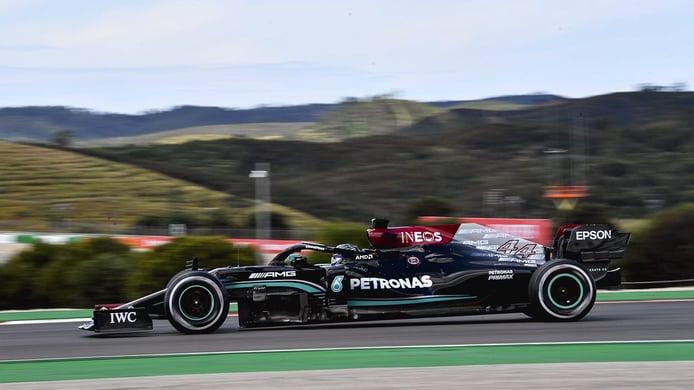Hamilton se lleva los segundos libres de Portimao, con Sainz y Alonso en el 'top 5'