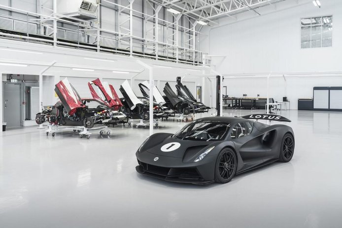 Lotus presenta su ambiciosa estrategia para convertirse en fabricante de eléctricos