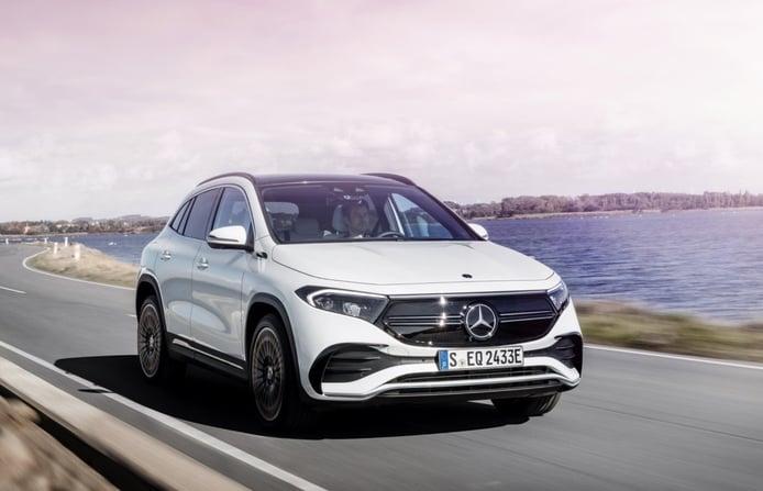 La gama del Mercedes EQA sumará dos versiones de tracción total 4MATIC en mayo