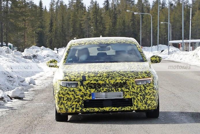 Nuevas fotos espía muestran al Opel Astra 2022 en las pruebas de invierno