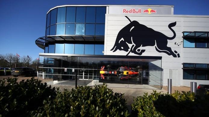Red Bull esquilma Mercedes y presenta la directiva de su división de motores