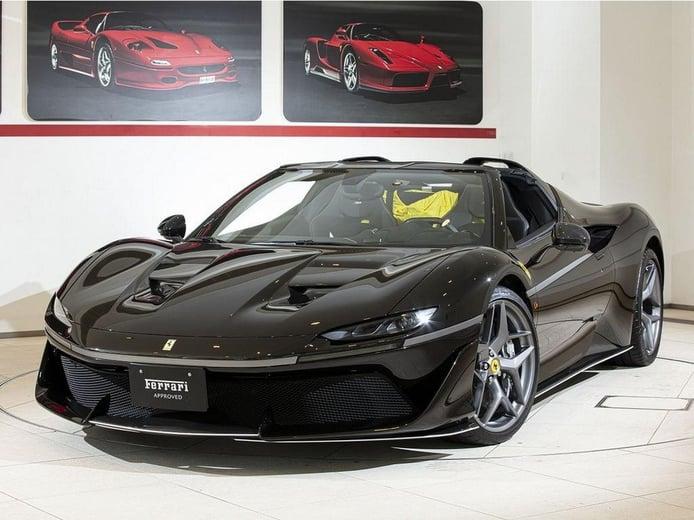 El único Ferrari J50 negro conocido del mundo aparece a la venta a estrenar