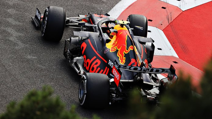 Sergio Pérez se encuentra su primera victoria con Red Bull en un final de locos