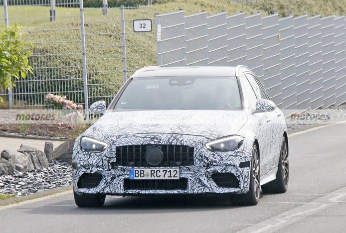 El nuevo Mercedes-AMG C 63 e Estate 2022 cazado más ligero de camuflaje