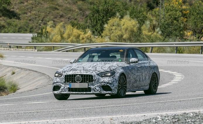 El nuevo Mercedes-AMG C 63 pierde camuflaje y muestra su configuración definitiva