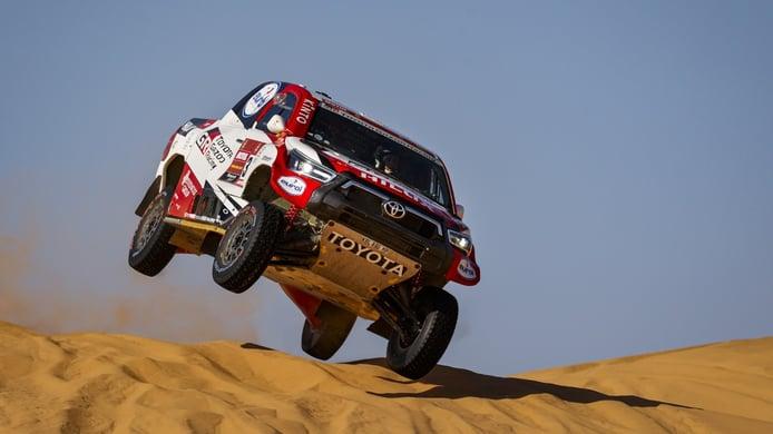 El Toyota Hilux 4x4 cambia su corazón y monta un V6 de 3.5 litros
