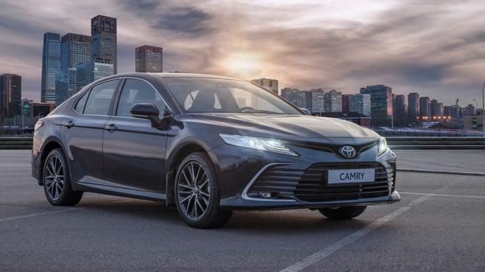 Rusia - Mayo 2021: El Toyota Camry mejora y escala puestos
