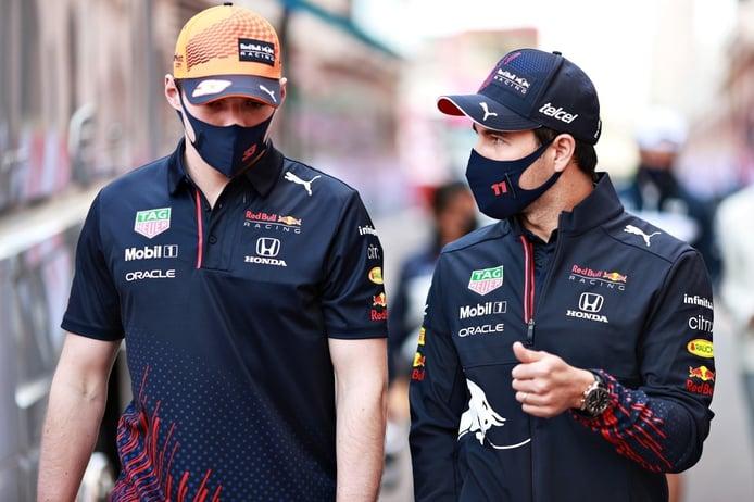 Verstappen se ve fuerte junto a Pérez: «Es genial tener dos coches al frente»