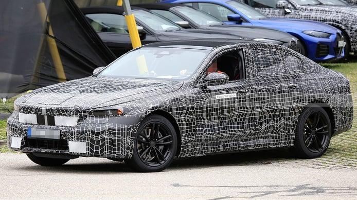 El nuevo BMW i5, la futura berlina eléctrica de lujo, al detalle en estas fotos espía