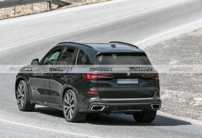BMW X5 2023 - foto espía posterior