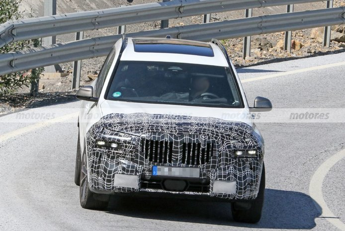 Foto espía BMW X7 Facelift 2023 - exterior