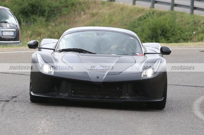 Nuevo vistazo a las mulas del sucesor del Ferrari LaFerrari, interior incluido