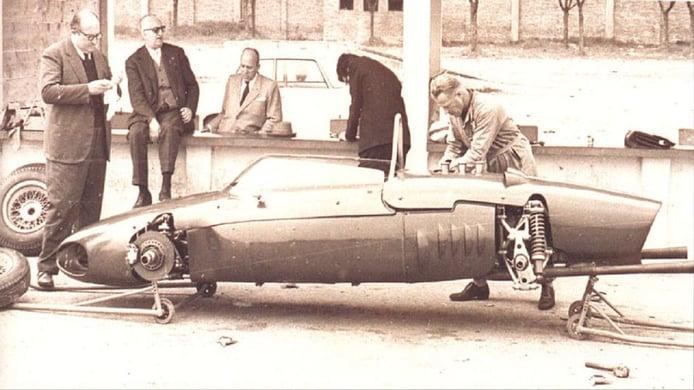Carlo Chiti y Enzo Ferrari, con el 156 en Módena