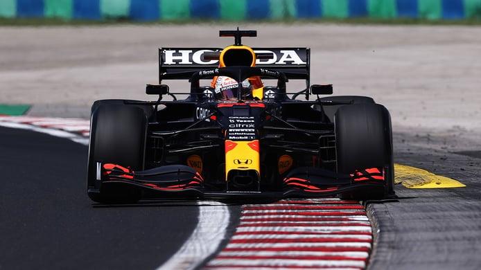 Verstappen evita el doblete de Mercedes, con Sainz y Alonso en la parte alta