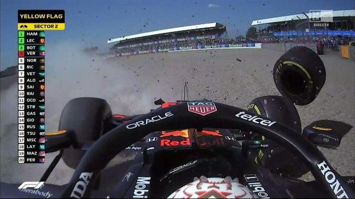 [Vídeo] Accidente bestial entre Hamilton y Verstappen tras una primera vuelta de infarto