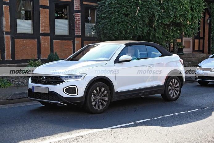 Foto espía Volkswagen T-Roc Cabrio Facelift 2022 - exterior