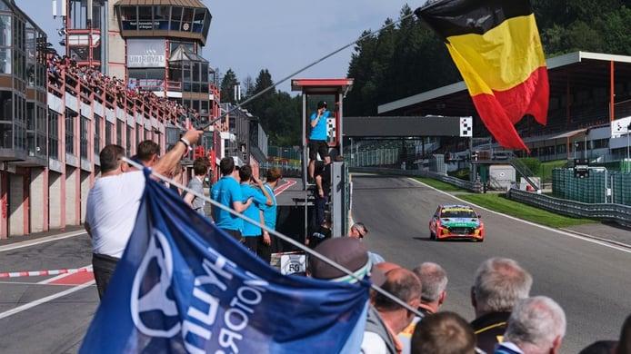 Thierry Neuville gana el Ypres Rally y aprieta el WRC en su cita de casa