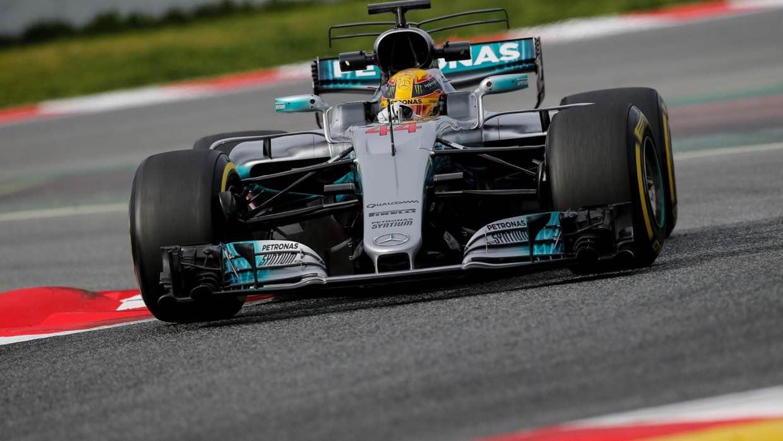Hamilton pilotando