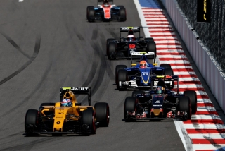 F1 2016: Carlos Sainz Foto 42