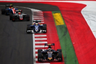 F1 2016: Carlos Sainz Foto 115