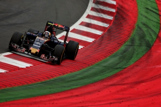 F1 2016: Carlos Sainz Foto 117