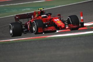 Las fotos del debut de Carlos Sainz con el Ferrari SF21 - Miniatura 1