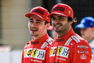 Las fotos del debut de Carlos Sainz con el Ferrari SF21 - Miniatura 2