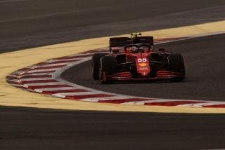 Las fotos del debut de Carlos Sainz con el Ferrari SF21 - Miniatura 4