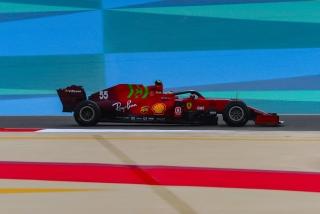Las fotos del debut de Carlos Sainz con el Ferrari SF21 - Miniatura 5