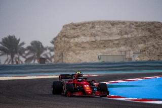 Las fotos del debut de Carlos Sainz con el Ferrari SF21 - Miniatura 6