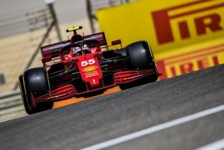 Las fotos del debut de Carlos Sainz con el Ferrari SF21 - Miniatura 9
