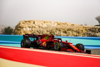 Las fotos del debut de Carlos Sainz con el Ferrari SF21 - Miniatura 10