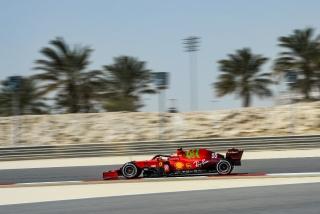 Las fotos del debut de Carlos Sainz con el Ferrari SF21 - Miniatura 13