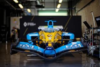 Foto 3 - Las fotos de Fernando Alonso con el Renault R25 en Abu Dhabi