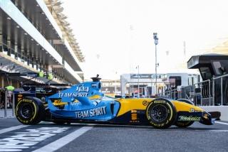 Las fotos de Fernando Alonso con el Renault R25 en Abu Dhabi Foto 4