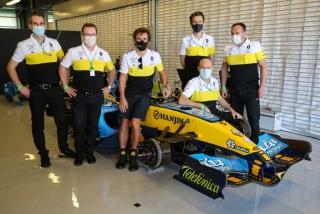 Las fotos de Fernando Alonso con el Renault R25 en Abu Dhabi Foto 6