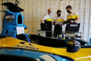 Las fotos de Fernando Alonso con el Renault R25 en Abu Dhabi Foto 9