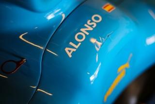 Las fotos de Fernando Alonso con el Renault R25 en Abu Dhabi Foto 10