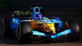 Las fotos de Fernando Alonso con el Renault R25 en Abu Dhabi Foto 13