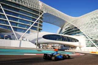 Las fotos de Fernando Alonso con el Renault R25 en Abu Dhabi Foto 15