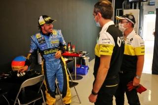 Las fotos de Fernando Alonso con el Renault R25 en Abu Dhabi Foto 20