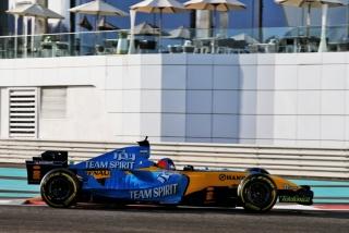 Las fotos de Fernando Alonso con el Renault R25 en Abu Dhabi Foto 21