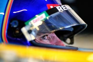 Las fotos de Fernando Alonso con el Renault R25 en Abu Dhabi Foto 26