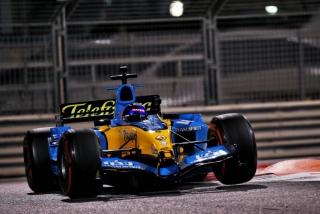 Las fotos de Fernando Alonso con el Renault R25 en Abu Dhabi Foto 30