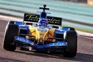 Las fotos de Fernando Alonso con el Renault R25 en Abu Dhabi Foto 24