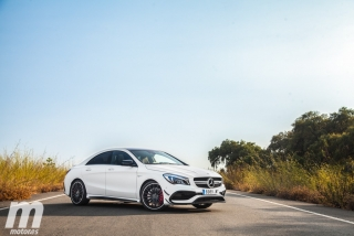 Fotos Mercedes-AMG CLA 45 4MATIC Coupé Foto 4