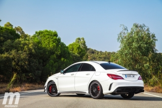 Fotos Mercedes-AMG CLA 45 4MATIC Coupé Foto 15